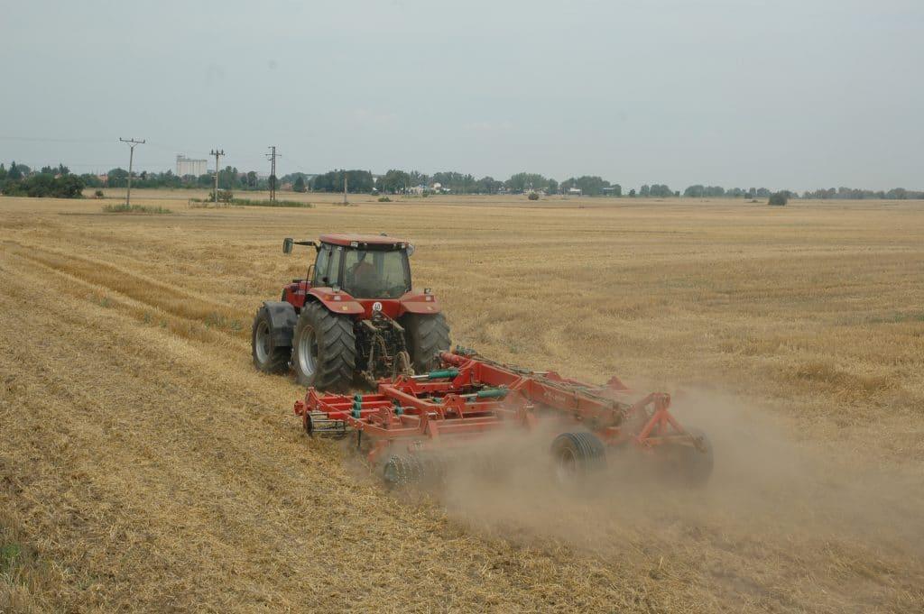 Podmietať treba čo najskôr, teda bezprostredne po zbere plodiny, resp. súčasne s ním.